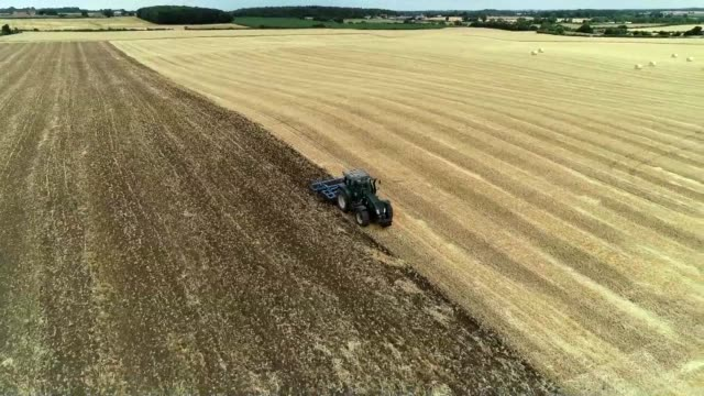 farmers in the north of england can be seen bailing hay and ploughing stubble in parched fields with cracks in the ground as a weeks long summer... - stubble stock videos & royalty-free footage