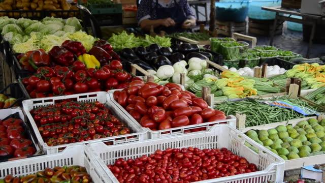 vídeos y material grabado en eventos de stock de farmers market in rome, italy, europe - 1920x1080 - puesto de mercado