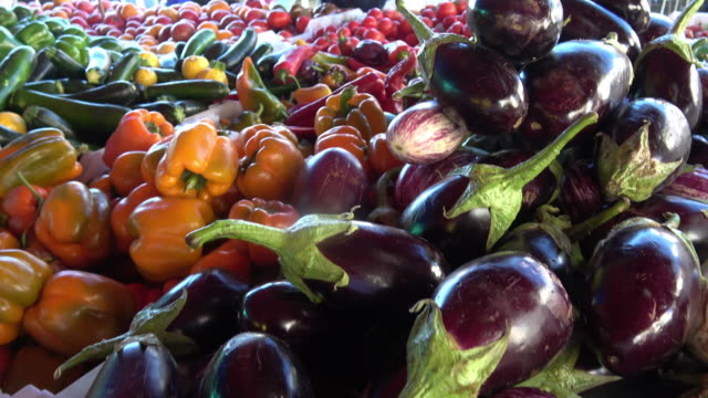 farmer's market vegetables - freshness stock videos & royalty-free footage