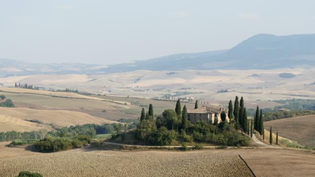 vidéos et rushes de farmhouse in tuscany, italy - toscane
