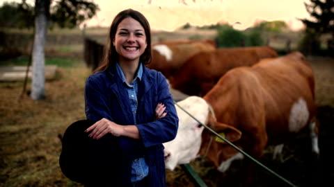 jordbruket är mer än ett jobb - nötkreatur bildbanksvideor och videomaterial från bakom kulisserna