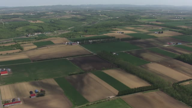 vídeos y material grabado en eventos de stock de aerial, farming region in tokachi, hokkaido, japan - paisaje mosaico