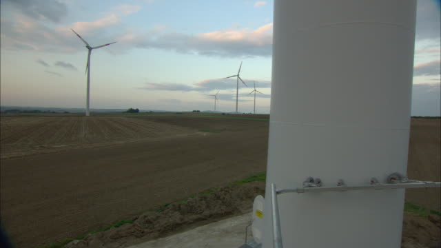 ms farmland with wind turbines as seen from platform moving down / paderburne, germany - inquadratura dall'ascensore video stock e b–roll