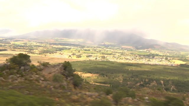farmlands cover a valley. available in hd. - paarl stock videos & royalty-free footage