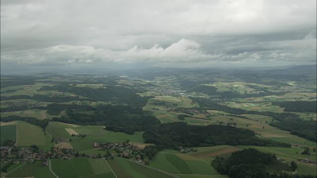vídeos y material grabado en eventos de stock de aerial farmlands near lausanne, vaud, switzerland - paisaje mosaico
