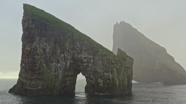 faroe islands drangarnir rocks and tindholmur in the rain 4k - north atlantic ocean stock videos & royalty-free footage