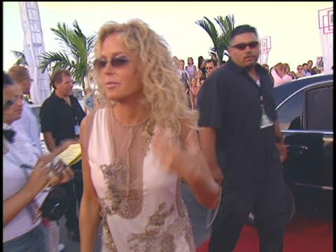 farrah fawcett arriving to the 2004 video music awards - farrah fawcett stock videos and b-roll footage