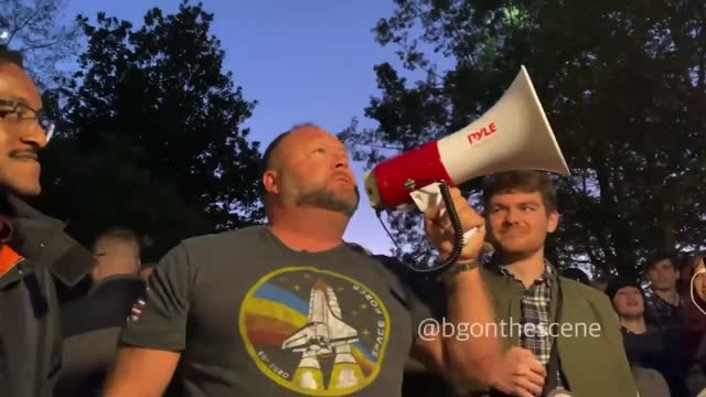 """far-right conspiracy theorist alex jones led anti-joe biden chants during a so-called """"stop the steal"""" protest outside the... - https stock-videos und b-roll-filmmaterial"""