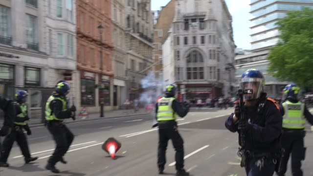 far-right protesters and anti-racism demonstration clash with riot police at the same time on june 13, 2020 in london, united kingdom. following a... - video stock videos & royalty-free footage