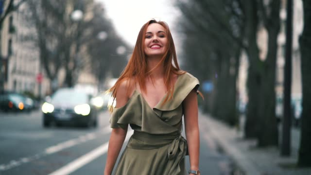 vidéos et rushes de fashion blogger ophelie duvillard wears a green khaki dress, in the streets of paris, outside the 'brunch party paris' event, on february 02, 2019 in... - blog