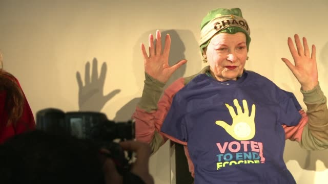 vídeos y material grabado en eventos de stock de fashion designer and environmental campaigner vivienne westwood launched a stinging attack on british politicians on wednesday for their support for... - westwood