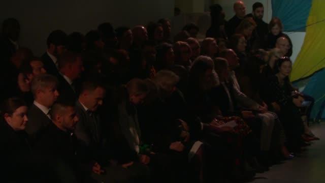 vídeos de stock, filmes e b-roll de fashion designer karl lagerfeld dies aged 85 england london camilla duchess of cornwall and others silent remembering karl lagerfeld at london... - semana da moda de londres