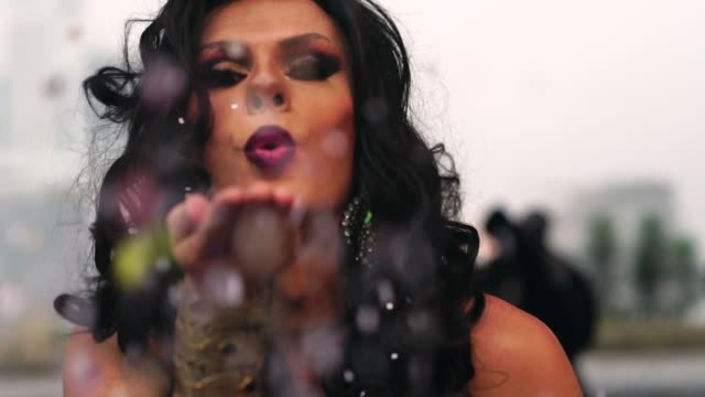 fashion drag blowing confetti - ermafrodita video stock e b–roll