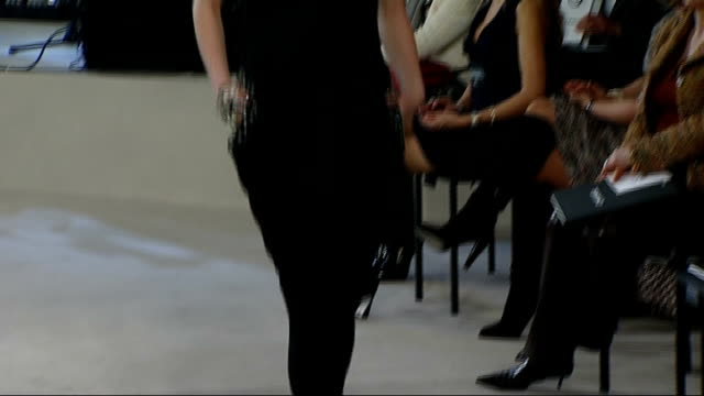 first chanel fashion show in london backstage / catwalk show catwalk finale with models along wearing mainly black semicouture chanel fashion / back... - 2007 stock-videos und b-roll-filmmaterial