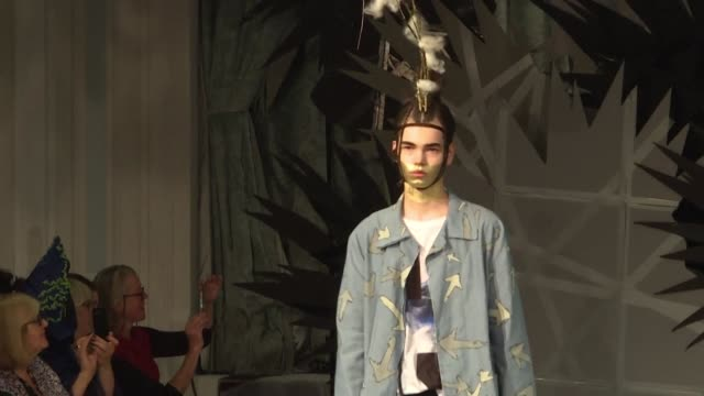 vídeos de stock e filmes b-roll de fashion models wearing dresses made from nettles harvested at prince charles's country estate in southwest england walk the runway at london fashion... - southwest usa