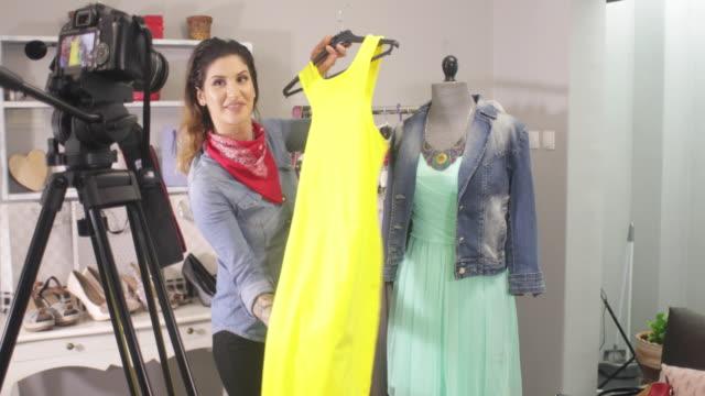 vidéos et rushes de vlogging fashion - influenceur