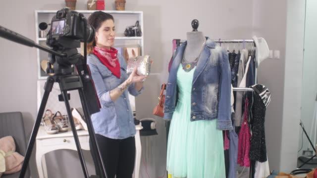 vídeos y material grabado en eventos de stock de hacer de la moda - vestido