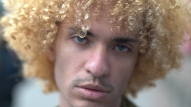 fashionable men with curly hair portrait - pardo brazilian stock videos & royalty-free footage