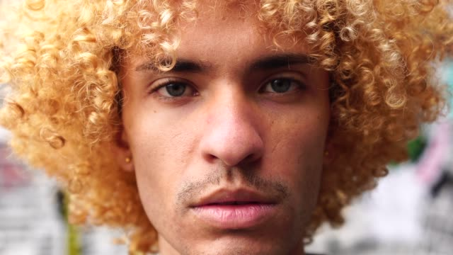 fashionable men with curly hair portrait - rivolto verso l'obiettivo video stock e b–roll