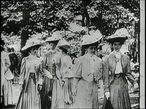 fashionable women walk in central park - 1910 stock-videos und b-roll-filmmaterial