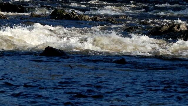 Rápido Fluxo de água no Rio Escocês