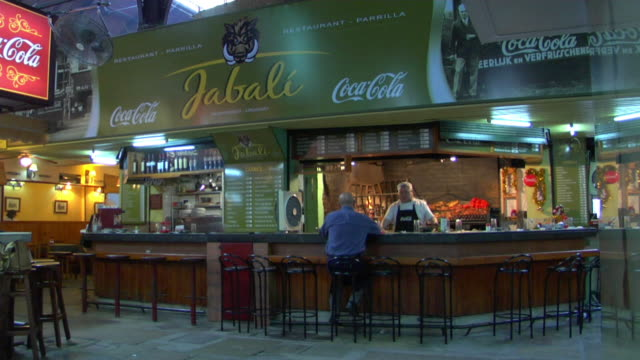 ws pan fast food restaurants in del puerto market, montevideo, uruguay - モンテビデオ点の映像素材/bロール