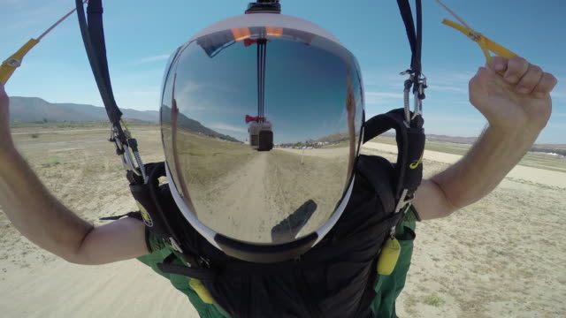 stockvideo's en b-roll-footage met fast landing - helmet reflection with visible gopro - anticipation