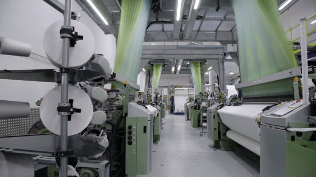 vídeos de stock e filmes b-roll de fast looms weave textiles for mattresses - fábrica