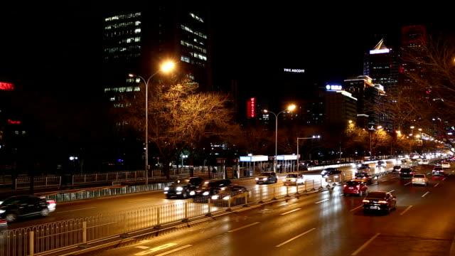 高速動作-街の夜を北京で - 乗り物の明かり点の映像素材/bロール