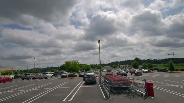 vídeos de stock, filmes e b-roll de fast motion time-lapse of clouds moving over costco parking lot. - parking