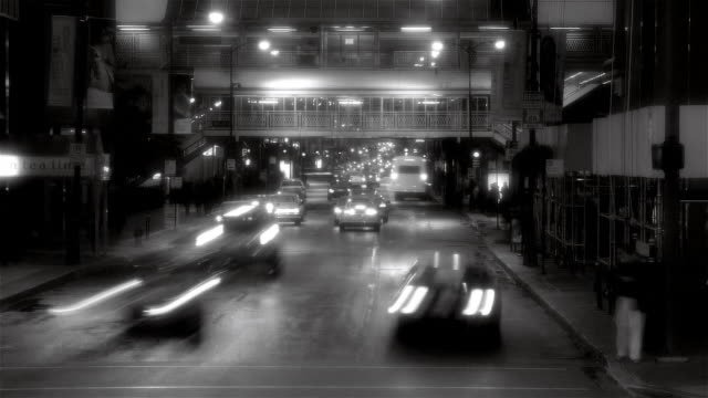 fast motion wide shot traffic on street with l train passing overhead/ chicago - chicago 'l' stock videos & royalty-free footage