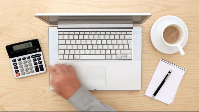 ufficio lavoro veloce - archivista video stock e b–roll