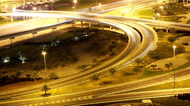 stockvideo's en b-roll-footage met fast road intersection - vork