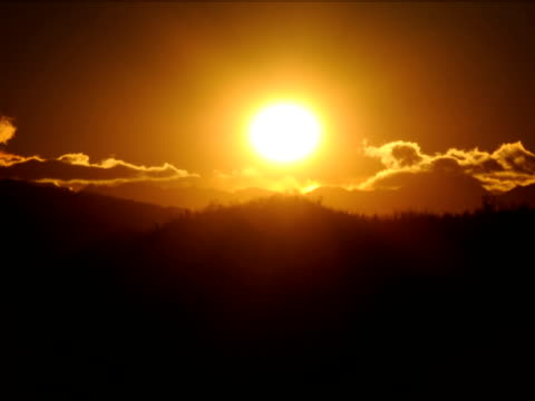fast 夕暮れ時の田園地帯 - 撮影機材点の映像素材/bロール
