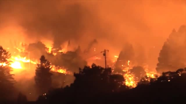 fast-moving fires fanned by strong winds forced thousands to flee their homes in california's sonoma and napa counties on september 27,... - https stock-videos und b-roll-filmmaterial