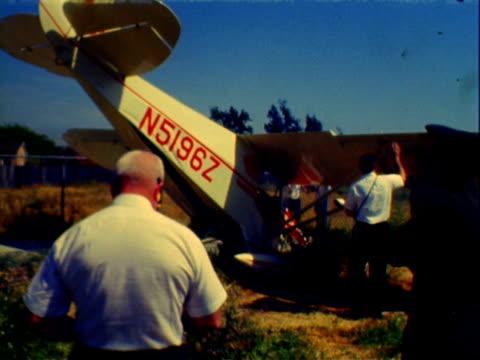 vídeos de stock e filmes b-roll de fatal crash of piper pa22 airplane on may 07 1966 in costa mesa california - acidente de avião