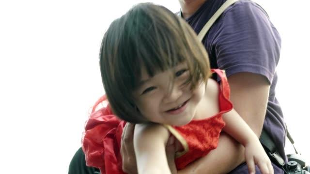 stockvideo's en b-roll-footage met vader en baby meisje viert chinees nieuwjaar - stock video - 2 5 maanden