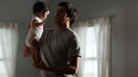 stockvideo's en b-roll-footage met father and baby - genderblend