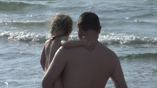 father and child at ocean front - 上半身裸点の映像素材/bロール