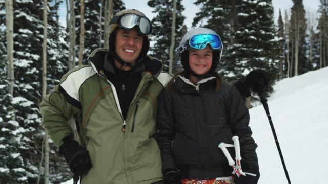 father and daughter at a ski resort - ユタ州 パークシティ点の映像素材/bロール