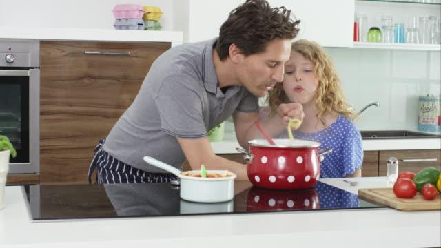 vidéos et rushes de father and daughter cooking - fille de
