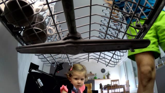 father and daughter doing domestic chores in kitchen - lavastoviglie video stock e b–roll