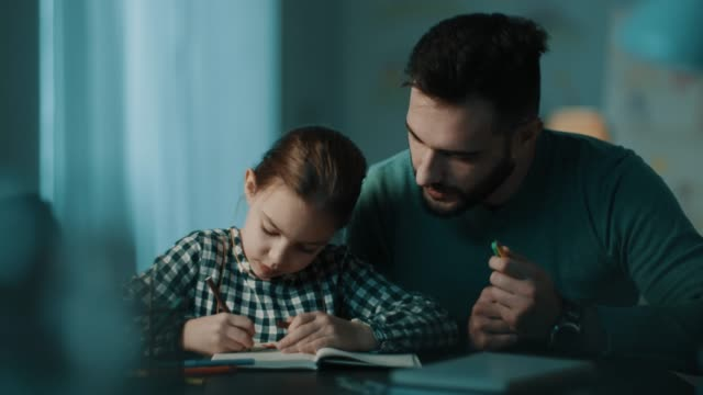 vídeos de stock e filmes b-roll de father and daughter doing homework together - família monoparental