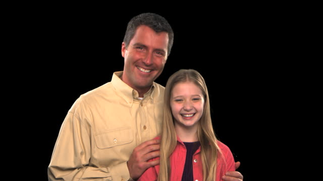 vídeos de stock, filmes e b-roll de father and daughter - this clip has an embedded alpha-channel - codificável