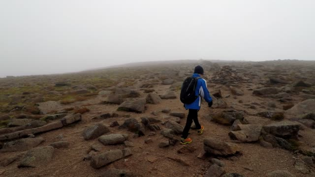 father and son adventure, hiking towards the summit of cairn gorm mountain, scotland - terreno accidentato video stock e b–roll