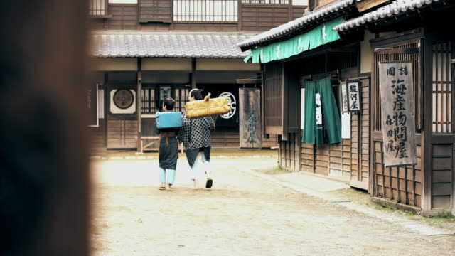 古代日本で ws 父と子 - istockalypse点の映像素材/bロール