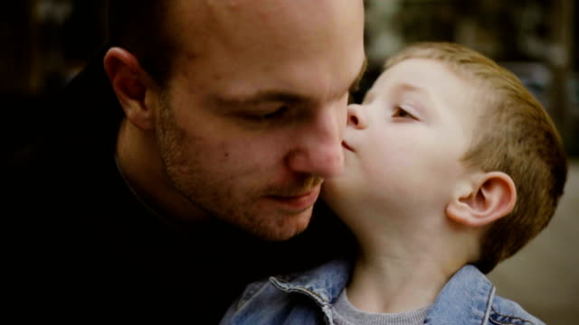 vídeos de stock e filmes b-roll de father and son kissing each other - contente