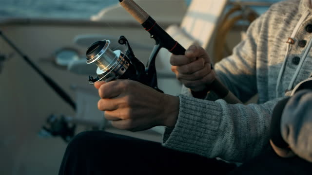 hd: father and son reeling in a fish - fiskare bildbanksvideor och videomaterial från bakom kulisserna