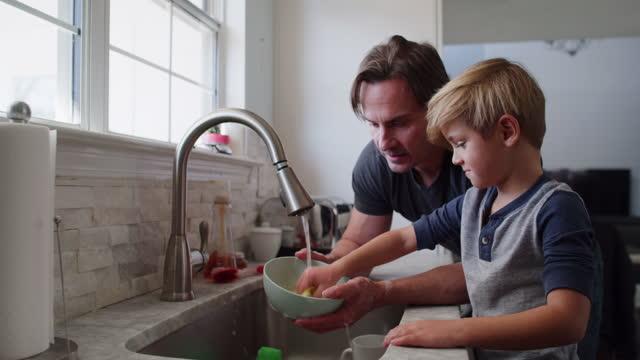 vidéos et rushes de father and son - son