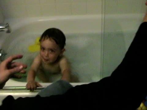 cu, ha, father assisting son (2-3) sitting in bathtub - genderblend stock videos & royalty-free footage